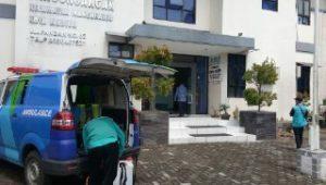 Antisipasi Dini Corona Virus Kelurahan Pangongangan Semprotkan Desinfektan dan Siapkan Hand Sanitizer di Meja Pelayanan