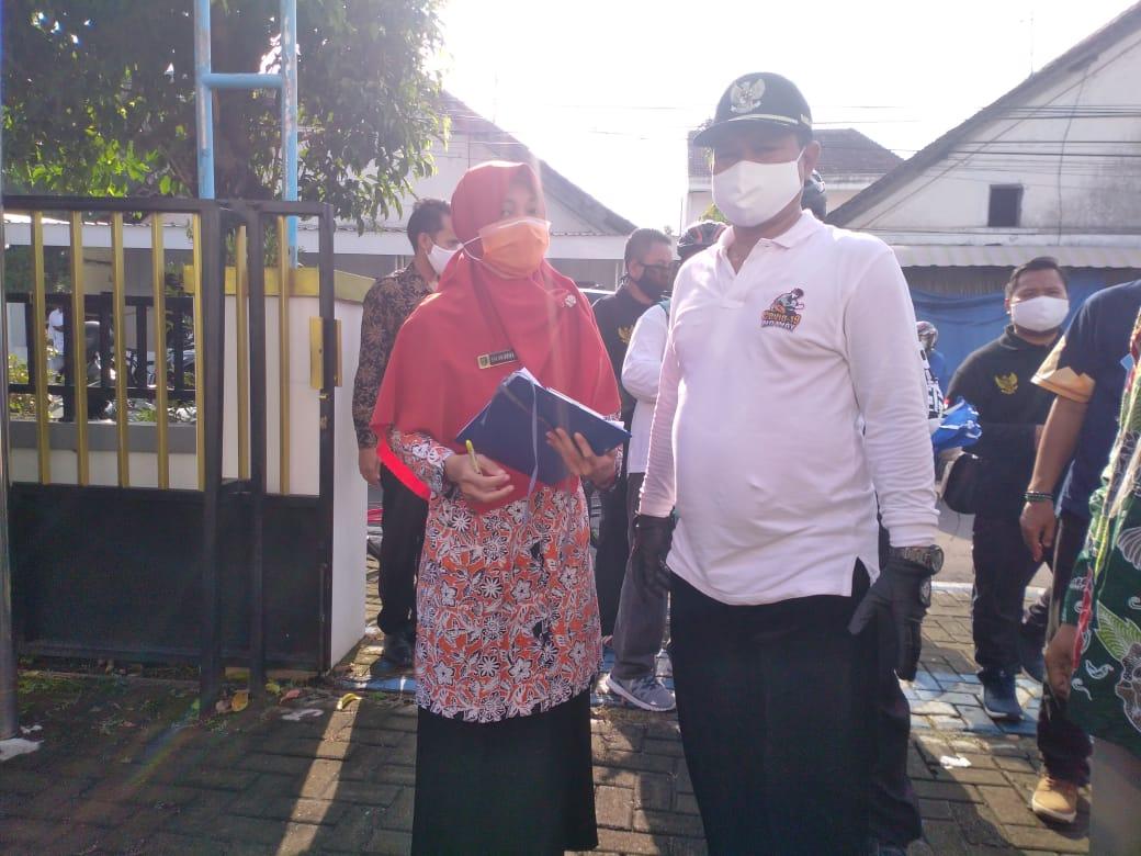 Pemberian Bantuan Sembako Untuk Disabilitas, Stunting dan Petugas Kebersihan Lingkungan RT ( Petugas Pengangkut Sampah )