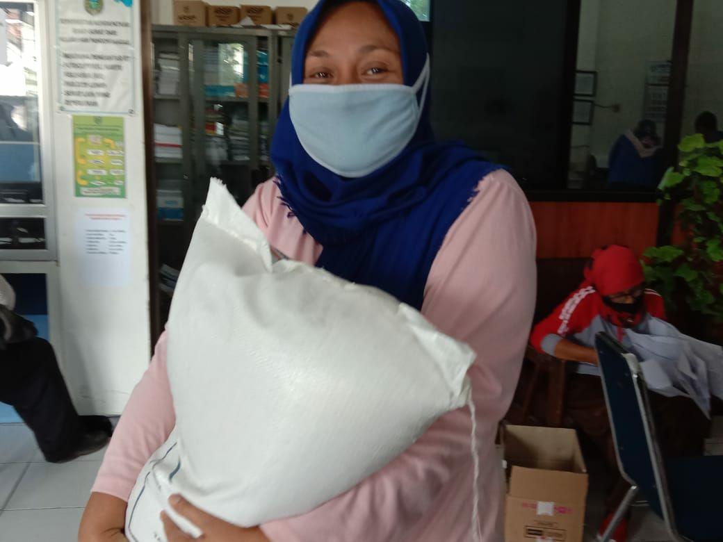 Pemerintah Pusat Salurkan Kembali Bantuan Sosial Beras ( BSB ) Tahap II