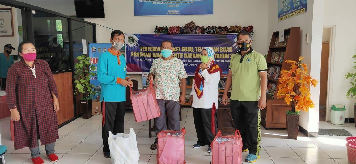 Kelurahan Pangongangan Salurkan Bantuan Susu, Telur dan Buah Untuk Masyarakat