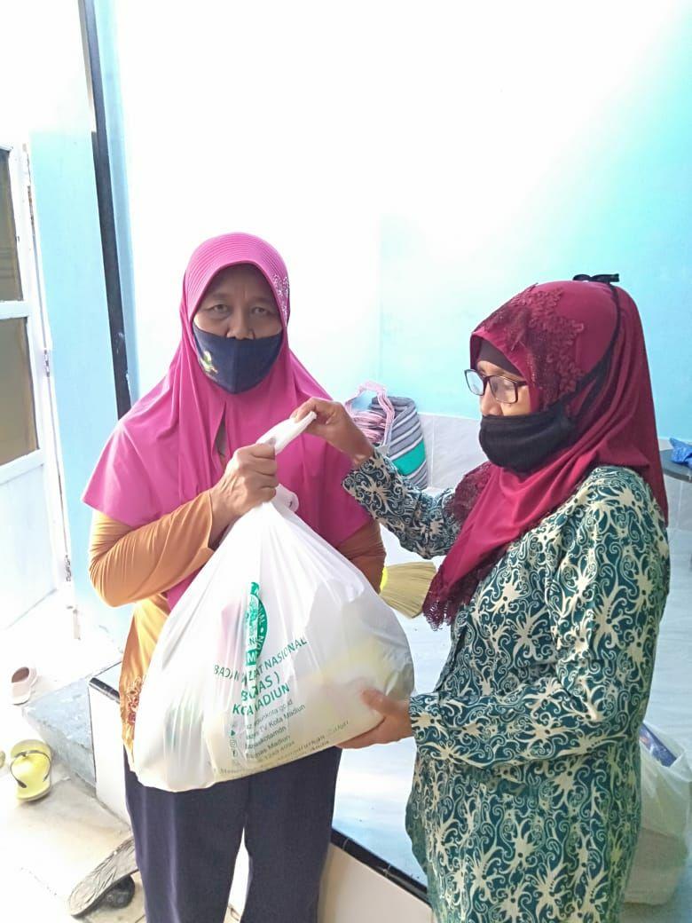 BAZNAS Kota Madiun Salurkan Bantuan Paket Sembako
