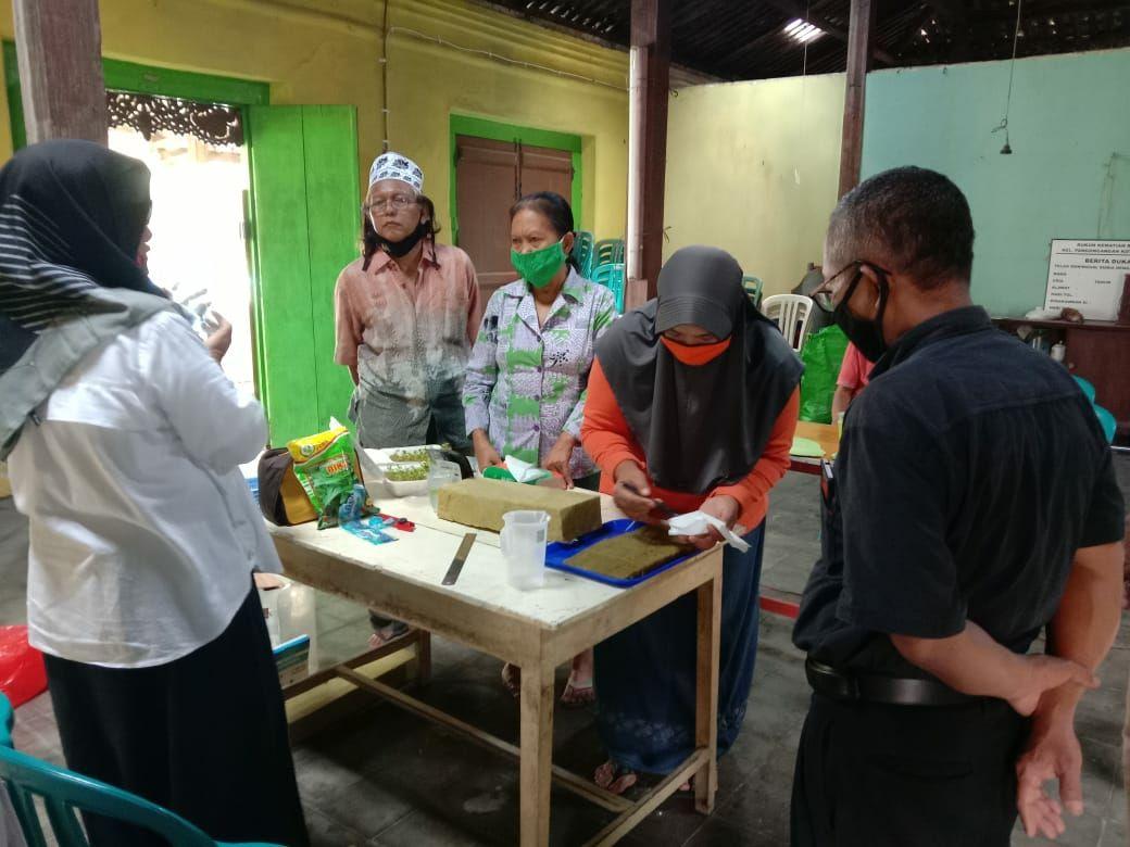 Pelatihan Hidroponik Untuk Kampung Tangguh Semeru Pangongangan