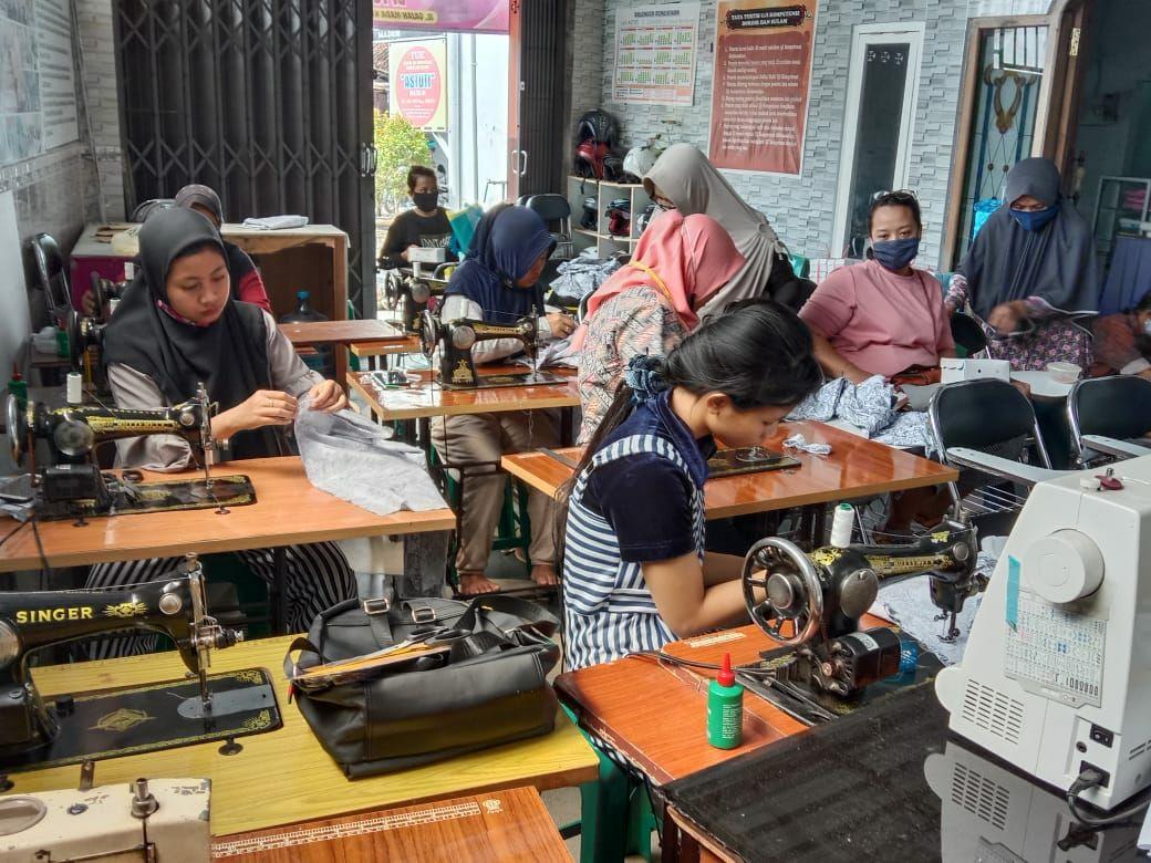 Kelurahan Pangongangan Adakan Pelatihan Menjahit Untuk tingkatkan Keterampilan Masyarakat