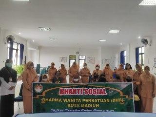 Nuansa Ramadhan Dharma Wanita Kota Madiun Berikan Sembako Di Tiap Kelurahan