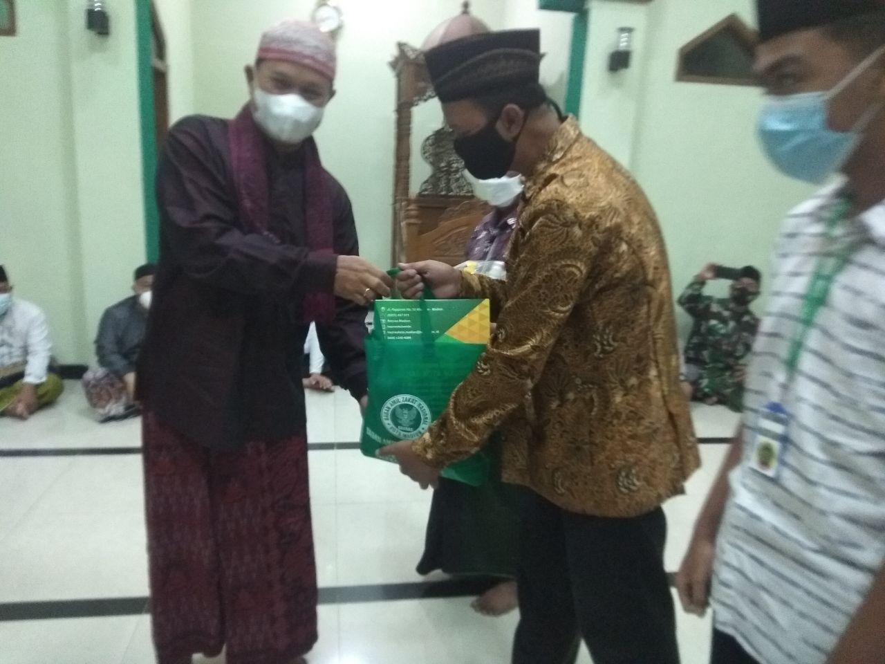 Sholat Isya Berjamaah Dengan Walikota Madiun Di Masjid Baitush Sholikhin